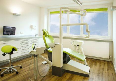 Zahnbehandlung Zimmer 1